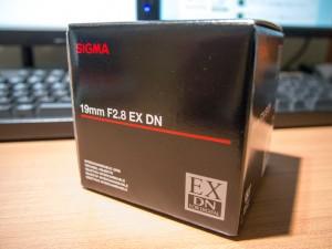 2012年8月28日 19mm F2.8 EX DN 箱