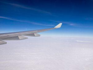 飛行中の行きの飛行機からの眺め