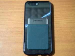 ケースを取り付けたASUS ZenFone 4の背面