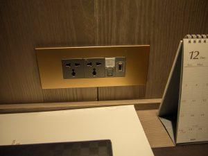 ホテルの電源コンセント