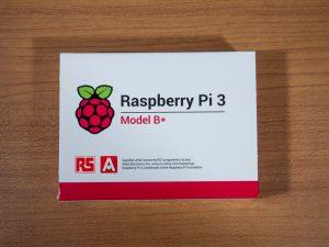 Raspberry Pi 3 Model B+の箱