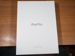 iPad Pro 11インチの箱
