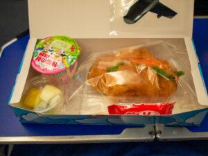 行きの2回目の機内食