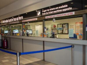 International Airport駅の券売所